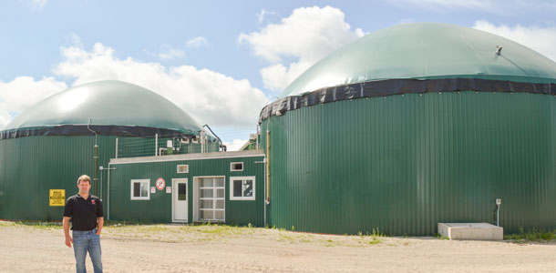 Korb in front of two anaerobic digesters