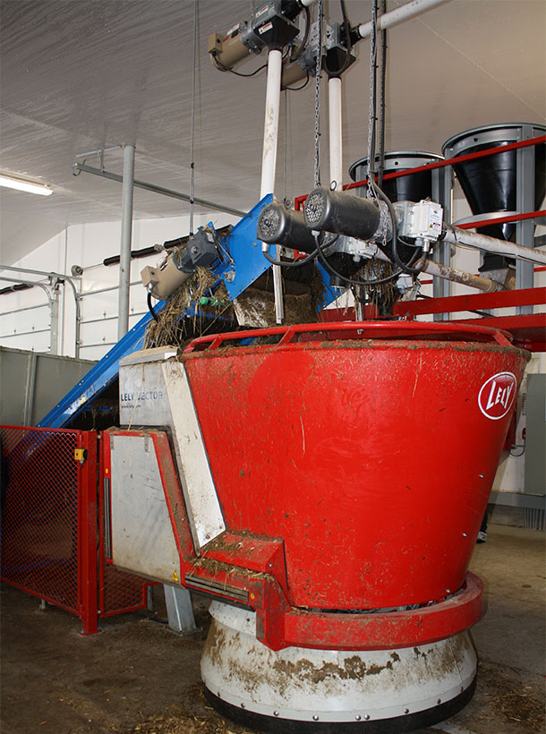 Crestomere Holsteins automated mixer/feeder